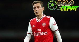 Oezil Tetap di Arsenal Sampai Kontraknya Habis