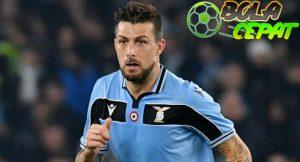 Chelsea Diklaim Tertarik Dapatkan Bek Lazio Francesco Acerbi